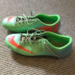 Nike soccer shoes. Men's 8.5.